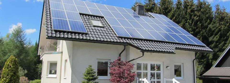 napelemes rendszer egy családi házon
